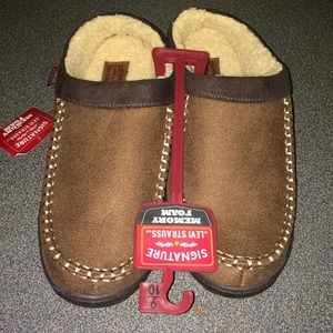 Signature Levi Strauss memory foam slippers